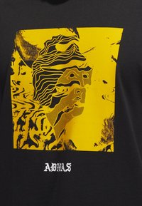 adidas Originals - MANOLES ALIAS T-SHIRT - Print T-shirt - black - 4