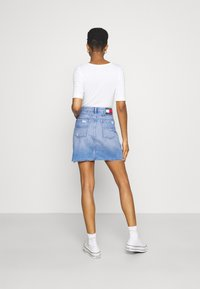 Tommy Jeans - MOM SKIRT - Mini skirt - denim light - 2
