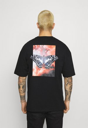 BUTTERFLY CLOUDS UNISEX - Print T-shirt - black
