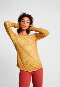 Yogasearcher - KARANI - Long sleeved top - curry - 0