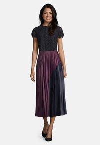 Vera Mont - MIT COLOR BLOCKING - A-line skirt - purple/grey - 1