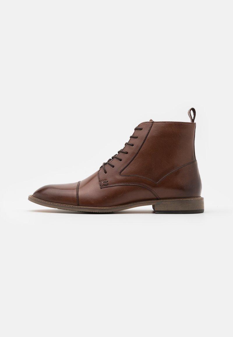 Pier One - Šněrovací kotníkové boty - dark brown