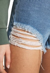 Abrand Jeans - A HIGH RELAXED SHORT - Denim shorts - salty blue - 5