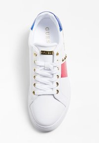 Guess - Trainers - weiß-fuchsinrot - 3