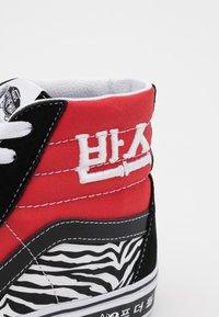 Vans - SK8-HI UNISEX - Sneakers hoog - racing red/true blue - 5