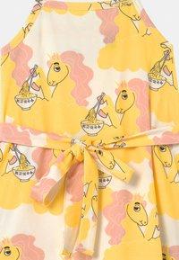Mini Rodini - UNICORN NOODLES  - Jerseykleid - yellow - 2