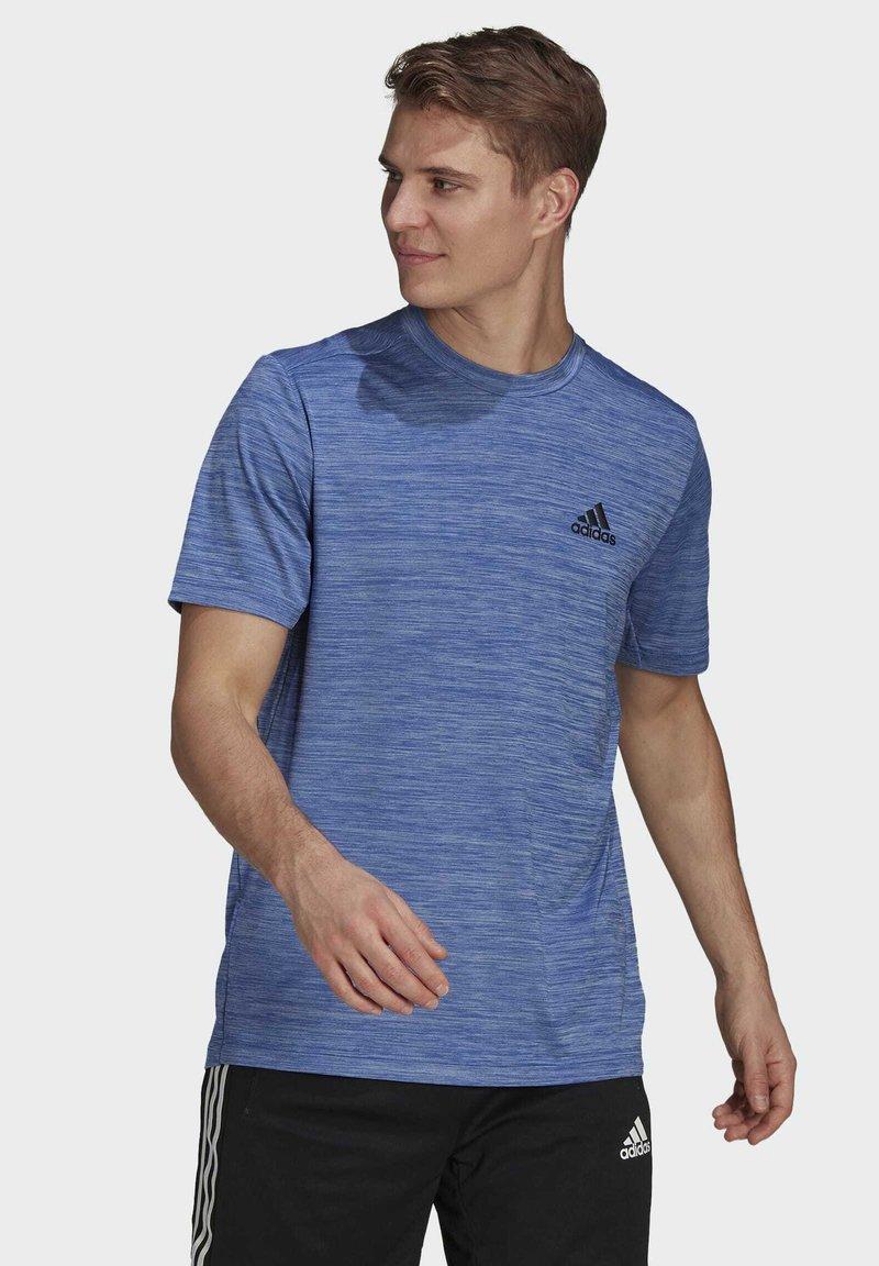 adidas Performance - M HT EL TEE - T-shirt z nadrukiem - blue