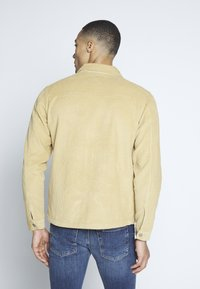 Another Influence - ZIP THROUGH - Camicia - brown - 2