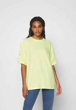 TEE - T-shirt imprimé - pulse yellow