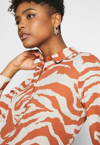 Monki - ASSA BLOUSE - Button-down blouse - orange - 5