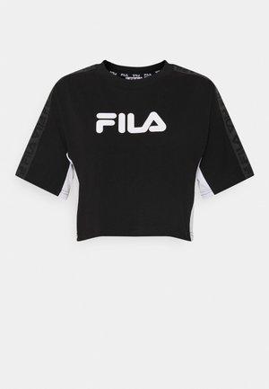 NECIA CROPPED WIDE TEE - T-shirt z nadrukiem - black/bright white
