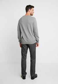 Tommy Hilfiger - DENTON LOOK - Chinos - black