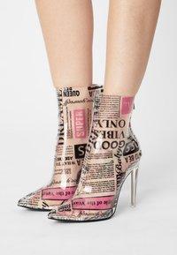 Steve Madden - VEIL - High heeled ankle boots - newspaper - 0