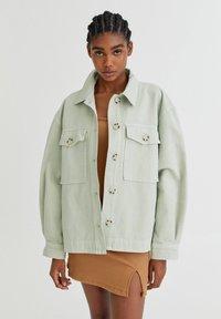 PULL&BEAR - Lehká bunda - light green - 0