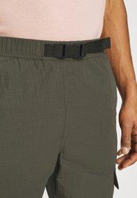 Minimum - KROGHOLM - Cargo trousers - rosin - 4