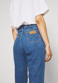 Wrangler - MOM  - Straight leg jeans - summer breeze - 4