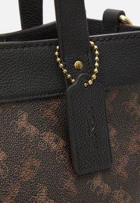 Coach - HORSE AND CARRIAGE TOTE - Handbag - black/brown - 5