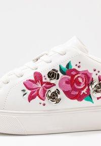 ALDO Wide Fit - CRENACIA - Sneakers basse - white - 2