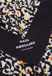 Mads Nørgaard - BANDANA ASLI - Chusta - black - 1