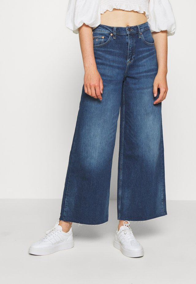 WIDE LEG ANKLE - Flared Jeans - cony dark blue comfort