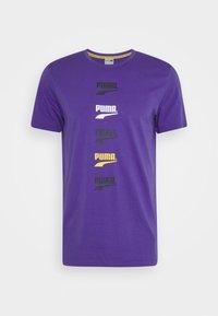 CLUB GRAPHIC TEE UNISEX - Print T-shirt - ultra violet