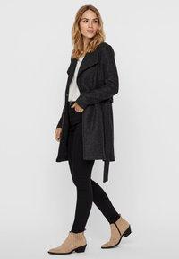Vero Moda - VMBRUSHEDDORA JACKET - Klassinen takki - dark grey melange - 3