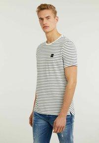 CHASIN' - SHORE - Print T-shirt - white - 2