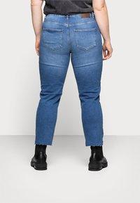 Pieces Curve - PCLUNA STRAIGHT - Straight leg jeans - medium blue denim - 2