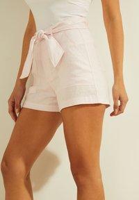 Guess - Shorts - rose - 3