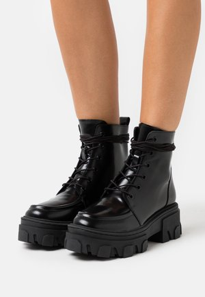 BOTTINE AVEC GROSSE SEMELLE - Platform ankle boots - black