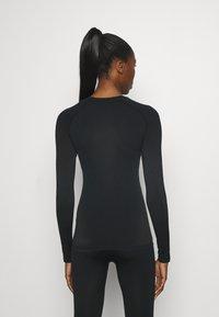 ODLO - CREW NECK PERFORMANCE WARM - Funktionsshirt - black - 2