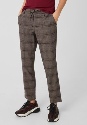 Chinos - red check