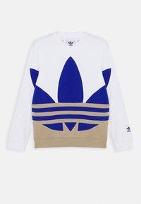 white/khaki/blue