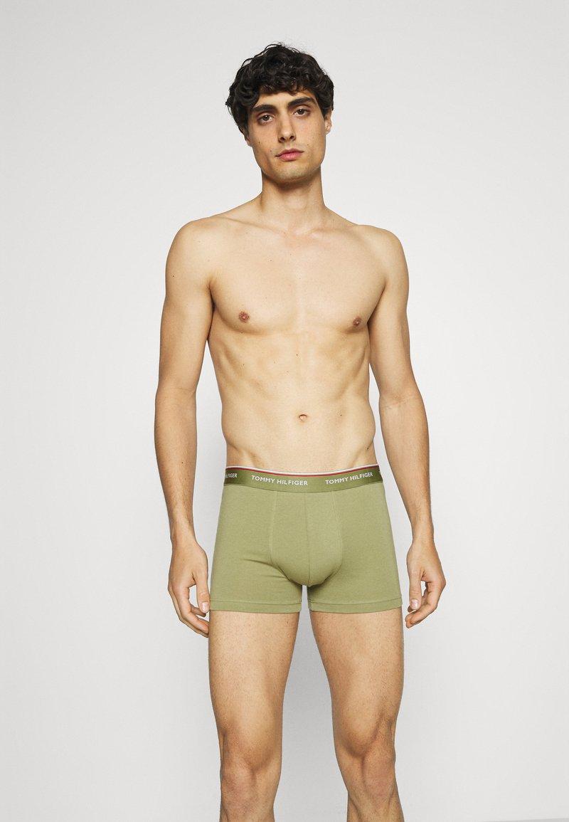 Tommy Hilfiger - TRUNK 5 PACK - Pants - blue/green/khaki