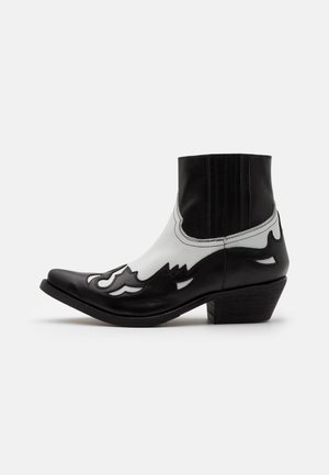 Cowboy/biker ankle boot - black/white