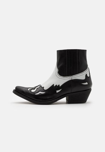 Kovbojské/motorkářské boty - black/white