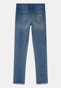 Guess - JUNIOR SKINNY  - Skinny džíny - blue denim - 1