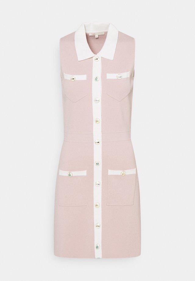 REVISTO - Pletené šaty - rose pale
