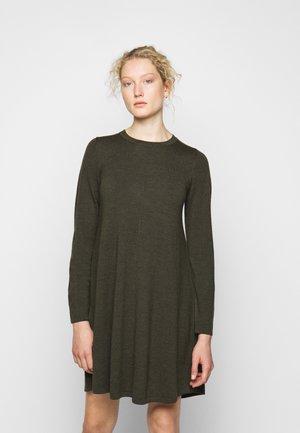 DRESS - Stickad klänning - khaki