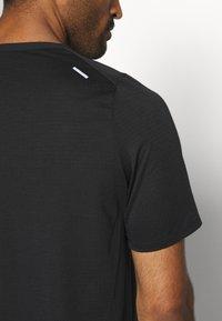Nike Performance - Print T-shirt - black - 5
