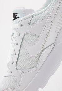 Nike Sportswear - PEGASUS '92 LITE - Matalavartiset tennarit - white/black - 2