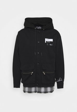 LAYERED SHACKET WITH HOOD - Lehká bunda - black