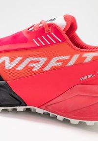 Dynafit - ULTRA 100 - Scarpe da trail running - fluo pink/black - 5