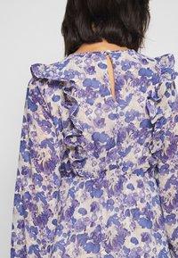Vero Moda Petite - VMVIOLA SHORT DRESS - Kjole - birch/viola - 3