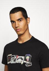 PS Paul Smith - MENS SLIM FIT SASQUATCH - Print T-shirt - black - 3