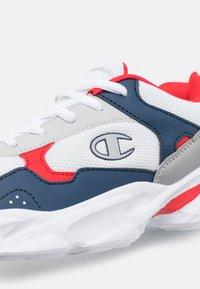 Champion - LOW CUT SHOE PHILLY UNISEX - Chaussures d'entraînement et de fitness - white - 5