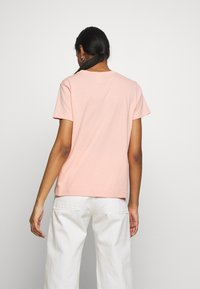 Champion Reverse Weave - CREWNECK  - Print T-shirt - salmon - 2