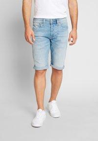 Pepe Jeans - CASH SHORT - Jeansshort - light-blue denim - 0