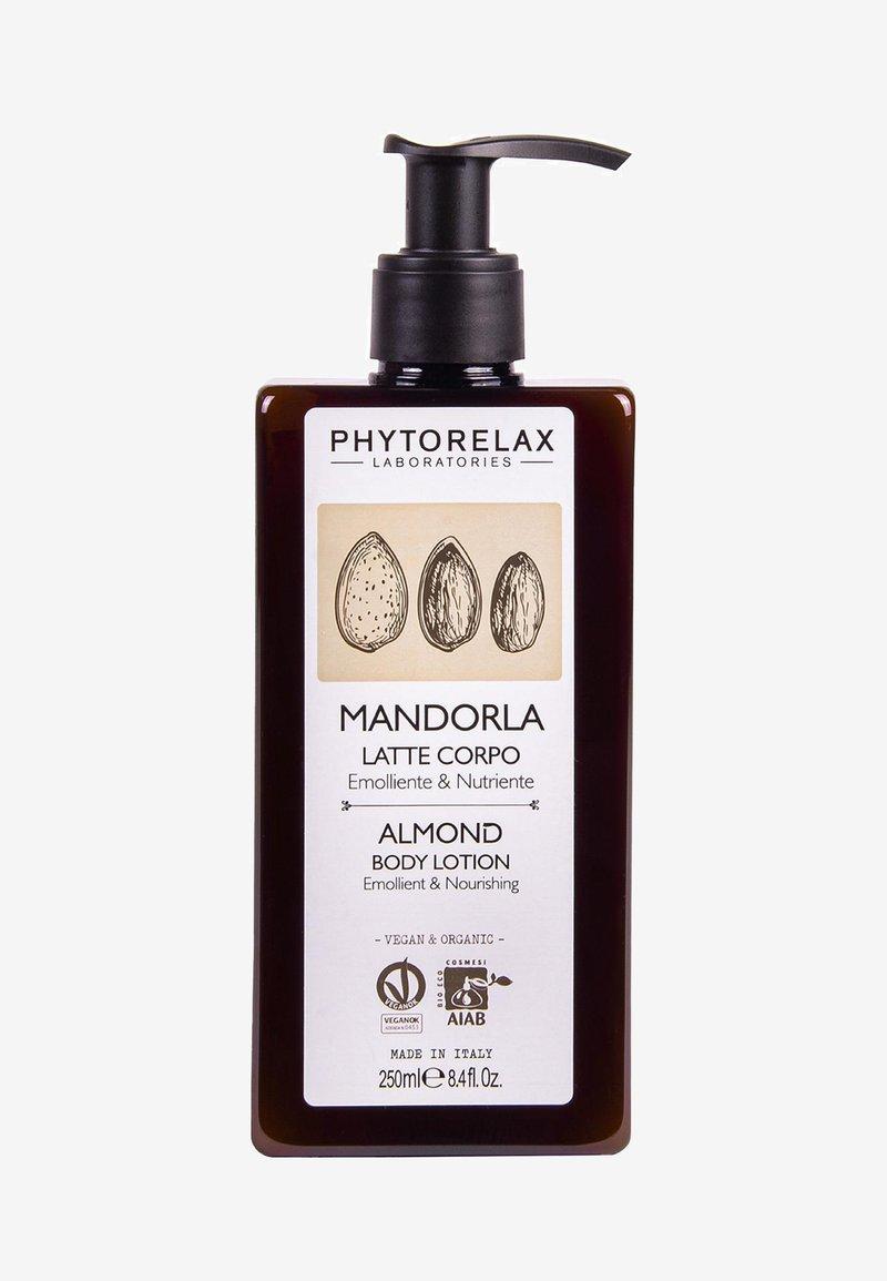 Phytorelax - VEGAN & ORGANIC ALMOND - NOURISHING & EMOLLIENT BODY MILK - Moisturiser - -