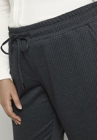 MY TRUE ME TOM TAILOR - Tracksuit bottoms - grey houndtooth check - 4